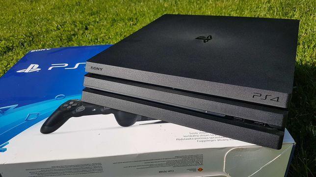 SONY PlayStation PS4 PRO + zestaw 11 gier