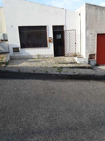 Loja / Escritório / Armazem / Ex-Garagem /Àrea 27,9 M²