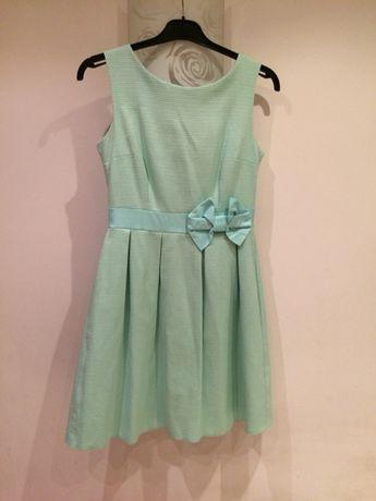 Piękna miętowa rozkloszowana sukienka
