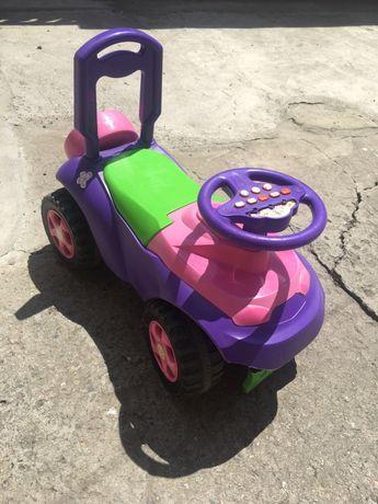 Машинка-каталка для девочки