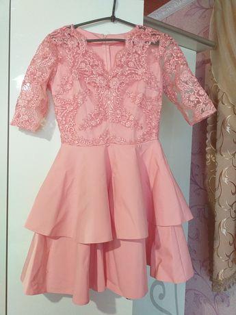 Шикарне плаття(сукня) з пишною юбкою