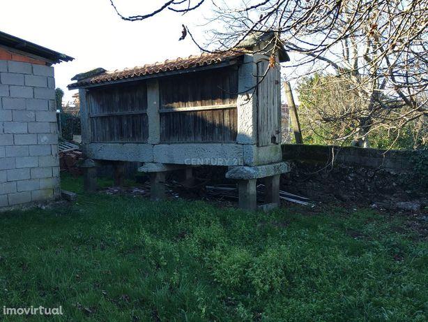 Casa em pedra no Geres T5 com terreno , espigueiro e Agua Nascente