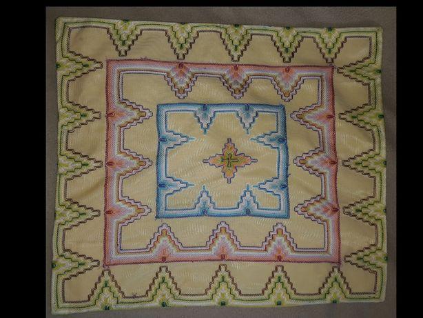 Poszewka na poduszkę ozdobna ręcznie wyszywana kordonek