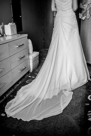 Suknia z muslinu z trenem