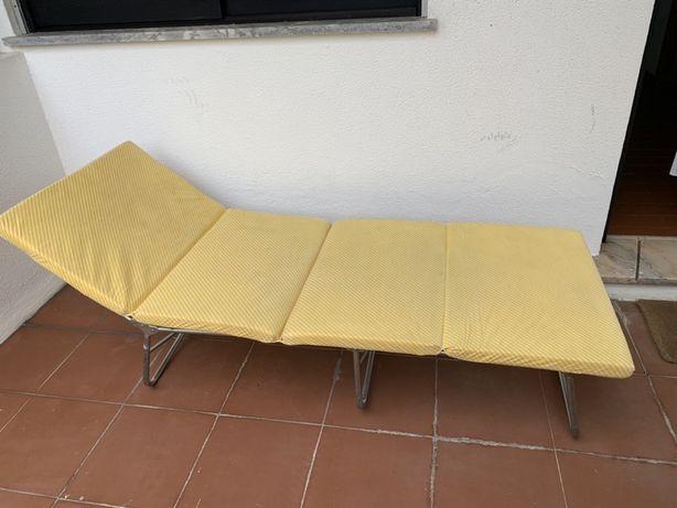 Cadeira desdobrável  de praia  ou campo . O colchão sai.