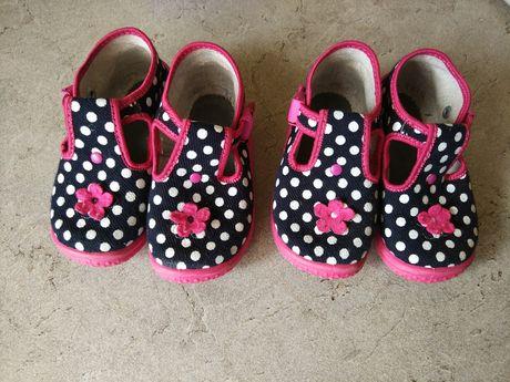 Buty pantofle w rozmiarze 22