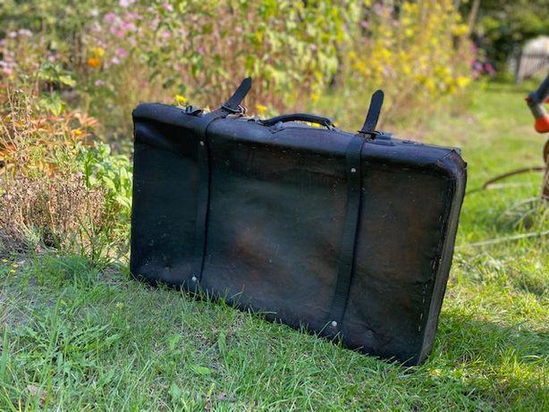 Bardzo stara walizka antyk
