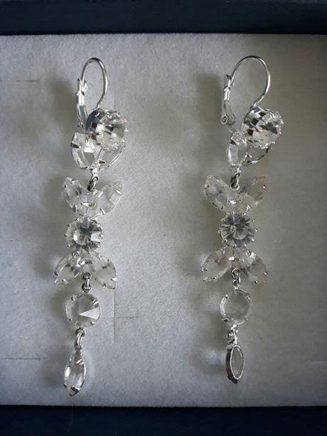 Kolczyki wiszące, długie, kryształki, mogą być ślubne.