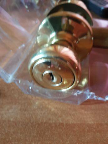 Klamki (gałki) do drzwi wejściowych