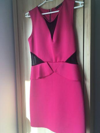 Różowa sukienka, z czarnymi wstawkami z siateczki, baskinka