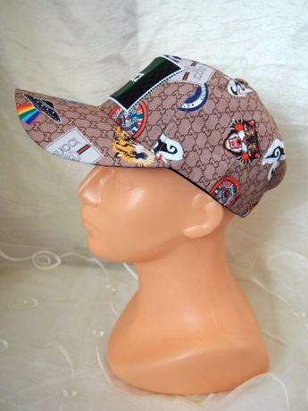 Brązowa beżowa czapka z daszkiem Gucci truckerka wzór