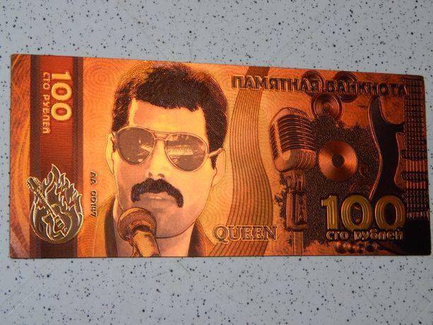 Памятная банкнота Queen 100 рублей.