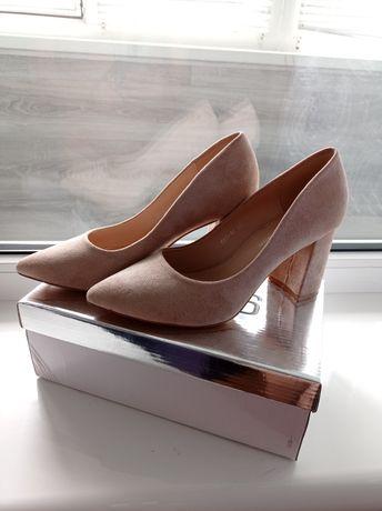Продам туфли лодочки,Классический беж)