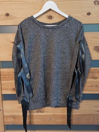 Szary sweter damski z wstążkami na rękawach