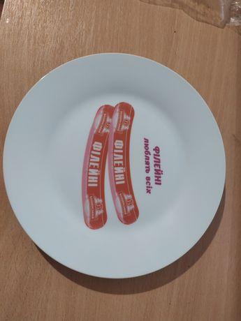 Тарелку с сосисками