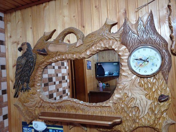 Різбляні вироби, дзеркало з годинником