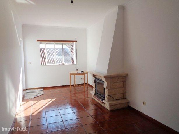 Apartamento T3 com garagem localizado no centro de Cantan...