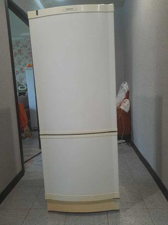 продам 2-х камерный холодильник Atlas