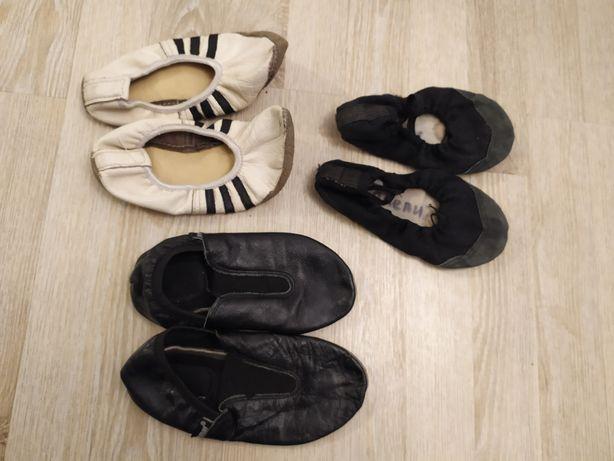 Кожаные чешки балетки черные и белые