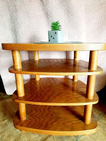 Stolik drewniany. Solidny