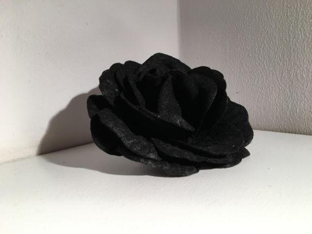 Broszka, gumka do włosów kwiatek