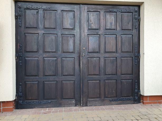 Drewniana Brama garażowa 250x205cm