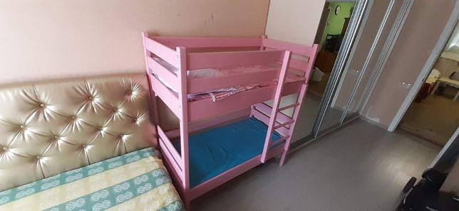 Кровать детская двухъярусная ( 2х-ярусная) розового цвета легкое бу