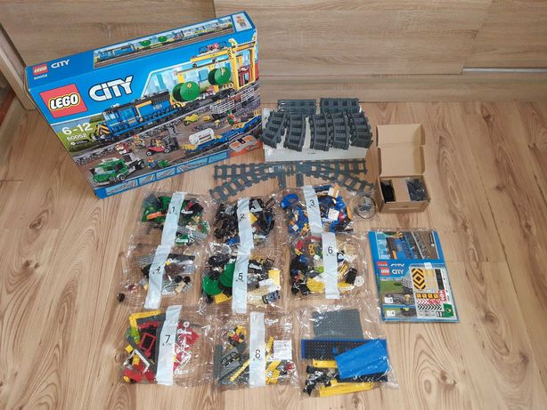 LEGO City 60052 - pociąg towarowy (cargo train)