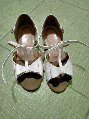 Продам туфли и чешки