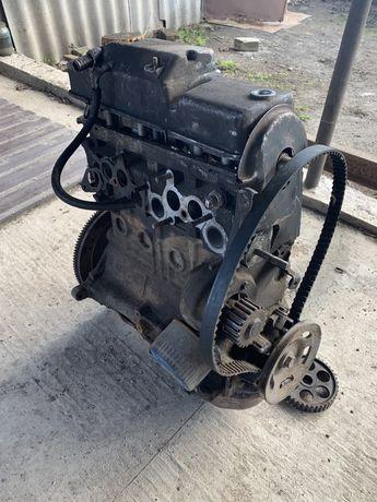 Мотор ВАЗ 21083 под ремонт