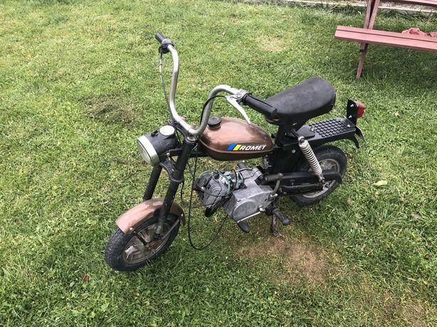 Motorynka M2 1986 rok. Zarejestrowana na biale tablice