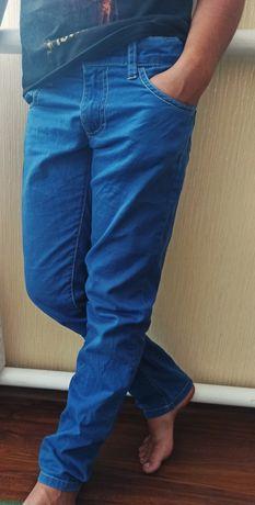 Джинсы на мальчика на рост 135-140 см, школьная форма