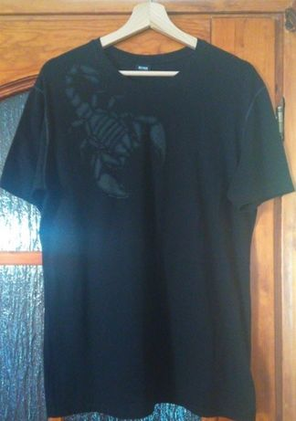 Czarna koszulka marki Hugo Boss