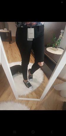 Czarne skinny bershka