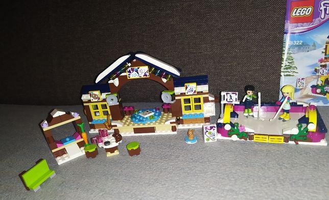 Klocki LEGO Friends, Lodowisko w zimowym kurorcie, 41322