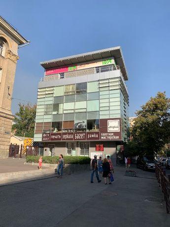 аренда магазина 36м2 в центре у метро на Иванова/Свободы. 550грн/м2