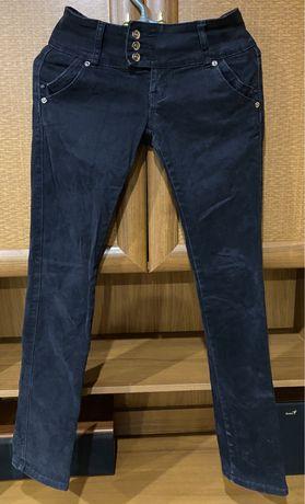 Чёрные женские джинсы