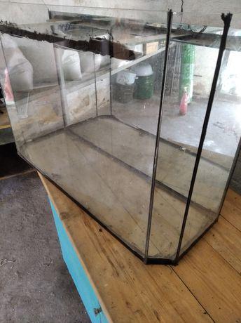 Продам акваріум ємністю 60 л.