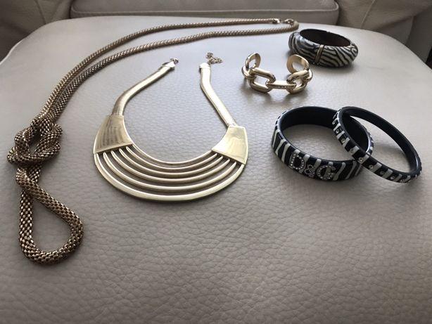 Conjunto de peças de bijuteria variada