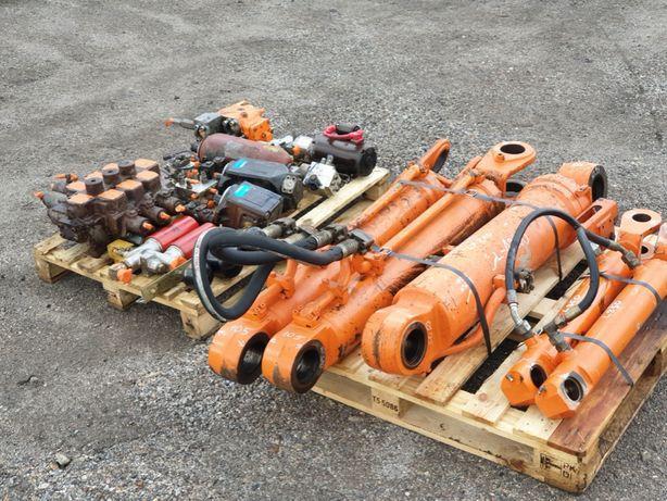 hitachi lx 210 hydraulika pompy rozdzielacz silowniki komplet