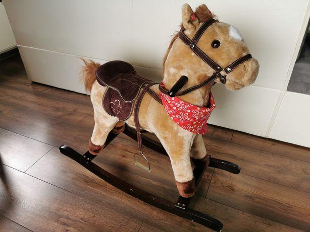 Koń bujany dźwięki rusza ogonem