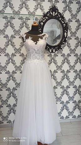 Suknia ślubna z aplikacjami