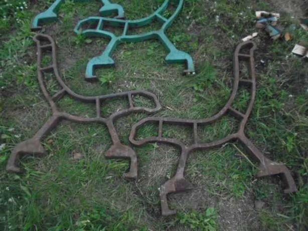 stara zabytkowa ławka żeliwna nogi od ławki ławka ogrodowa parkowa