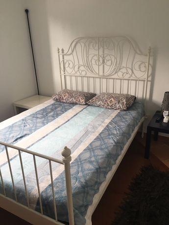 Cama Casal branca com colchão IKEA