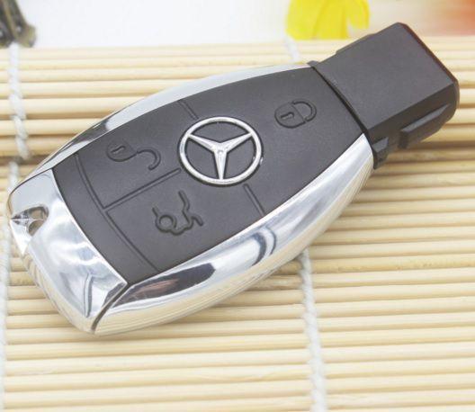 Pen drive nova de 4 gb tipo chave Mercedes