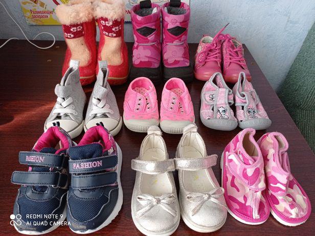 Кроссовки, ботинки, кроксы, босоножки, тапочки, кеды, чешки на девочку