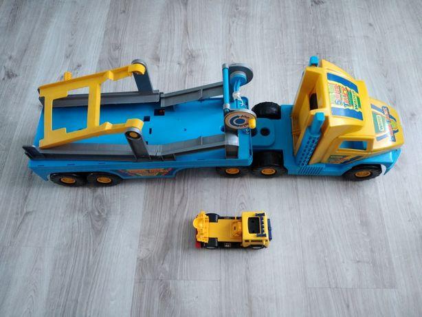 Duży samochód ciężarowy laweta Wader