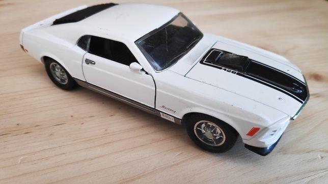 Ford Mustang w skali 1:32