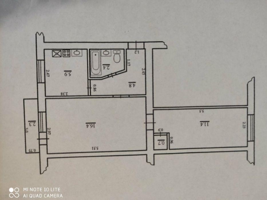 Продам 2 кімнатну квартиру в центрі.