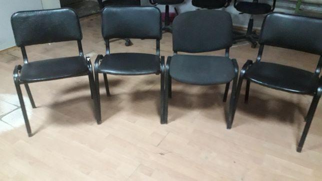 Стулья на металлических ножках б/у 3 одинаковых дерманти,состояние нор